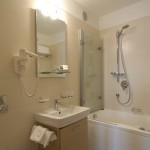 11. Deluxe junior suite toilet (2)