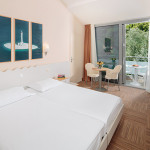 standard-double-room-balcony-parkview_1