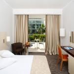 standard-twin-room-balcony-parkview_1